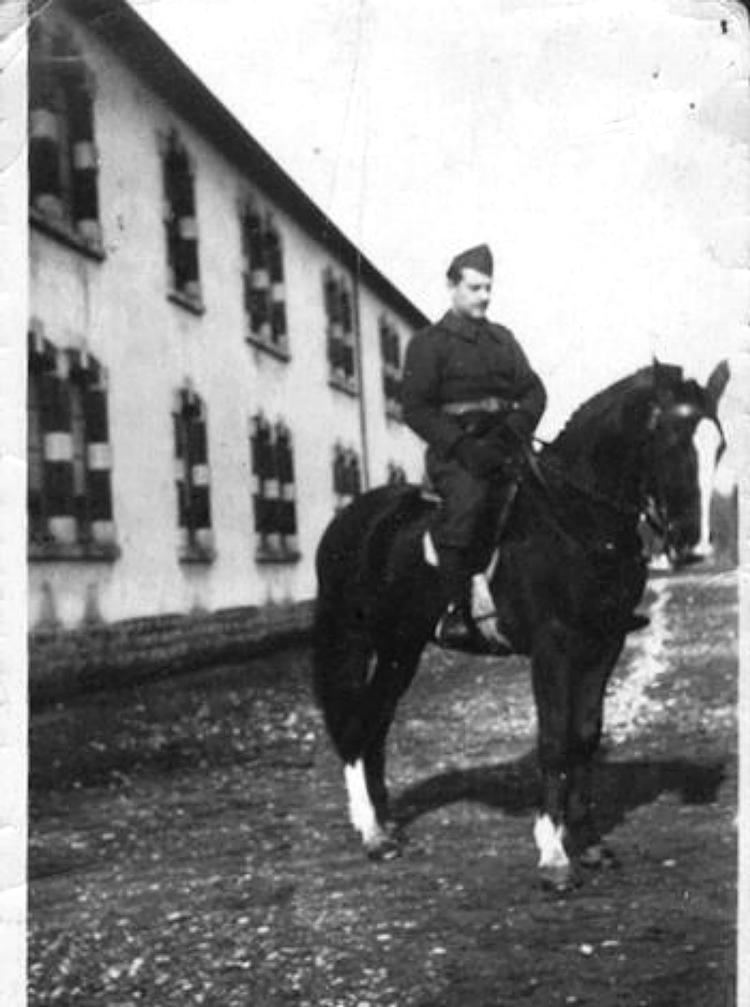 Hercyk Anger, engagé volontaire et combattant dans le 23e Régiment de Marche de Volontaires Etrangers (sd, sl).  Archives familiales