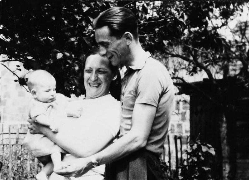 Julius et Sonia Borowka avec leur petite fille Eliane (sd, 1939). Archives familiales