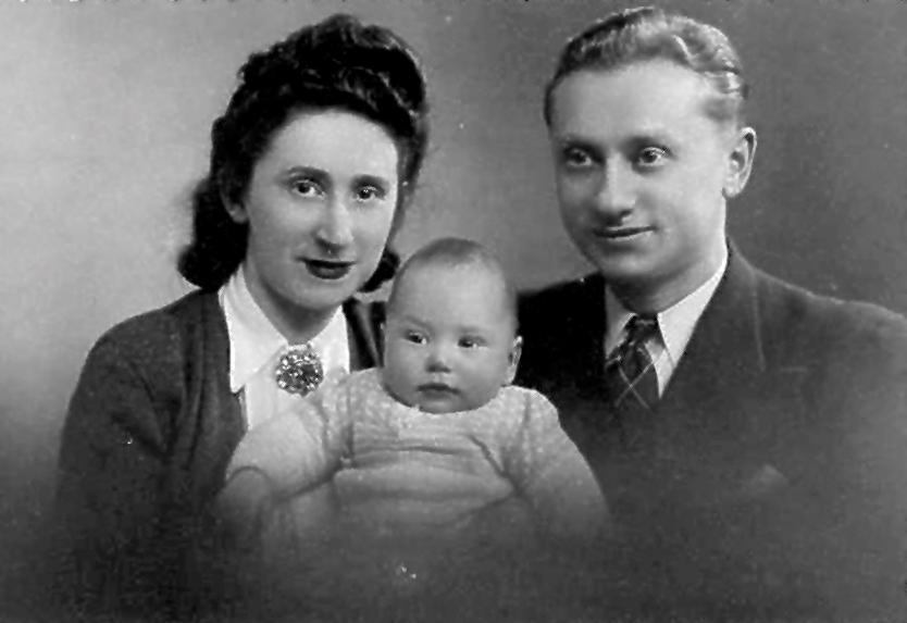 Szmul Drut avec sa femme Henriette et leur fils Roland (1941-1942, sl). Archives familiales