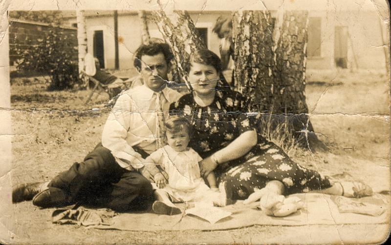 Majer et femme Bajla Grinstein avec leur fille Suzanne (sd, sl). Archives familiales