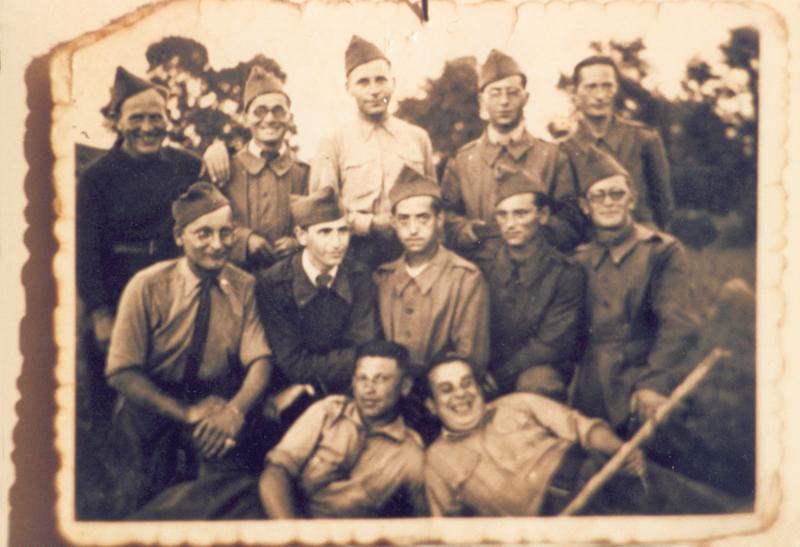 Ojzer Kawka engagé volontaire, au 2e rang à droite, à Septfonds (sd). Archives familiales