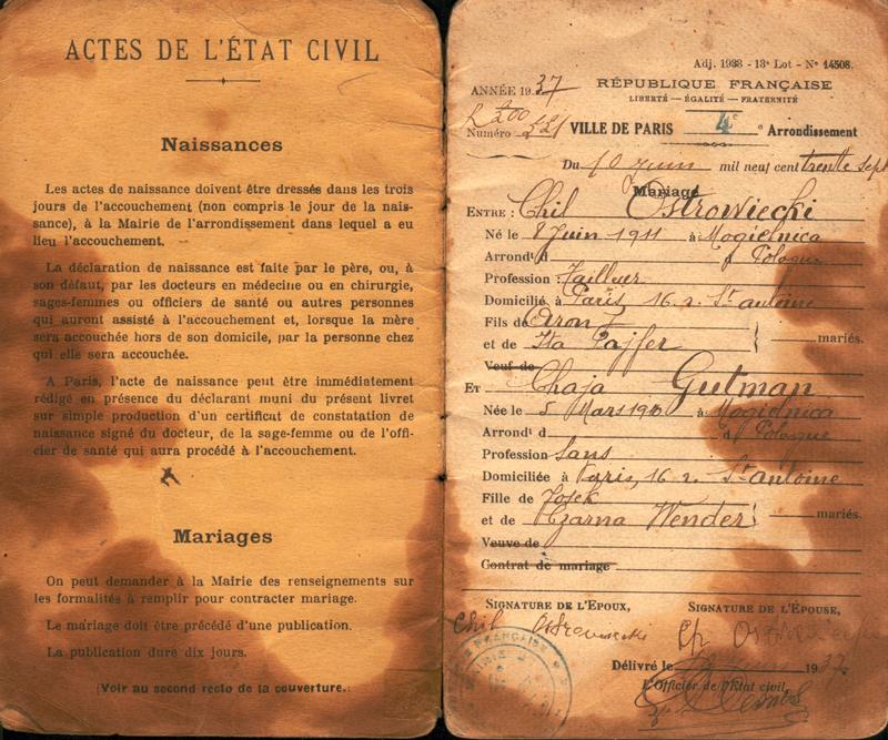 Première page du livret de la famille Ostrowiecki: Chil et Chaja se marient le 10 juin 1937 à Paris. Archives familiales
