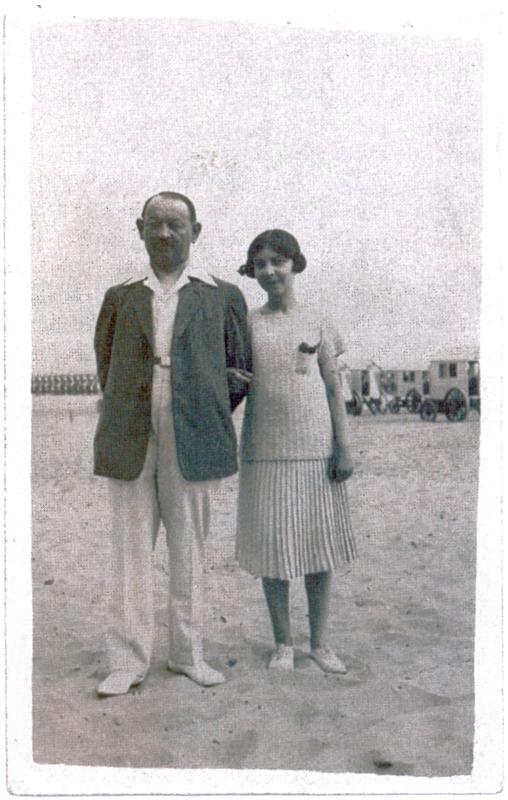 Marcelle et Élie (Ernest) Steinbock, son père (1925, sl). Archives familiales