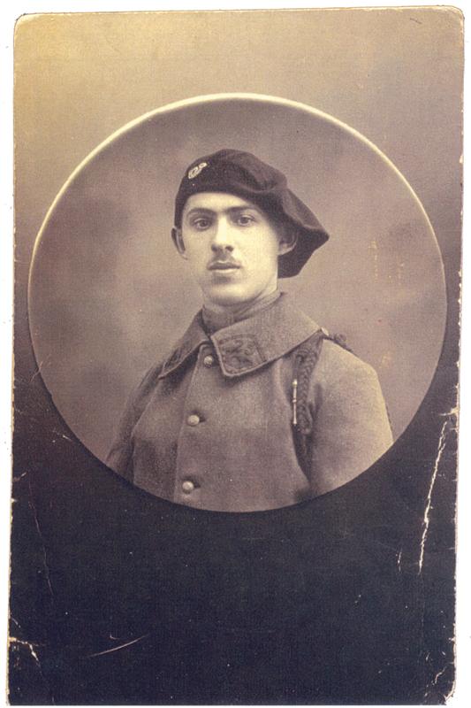 Portrait d'Elias Stickgold durant son service militaire, portant l'uniforme des chasseurs (en 1920 ou 1929, sl). Archives familiales
