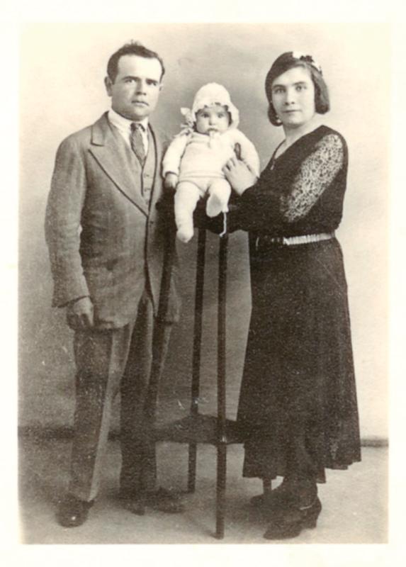 David et Régina Storch et leur fille Charlotte, âgée de quelques mois (1933). Archives familiales