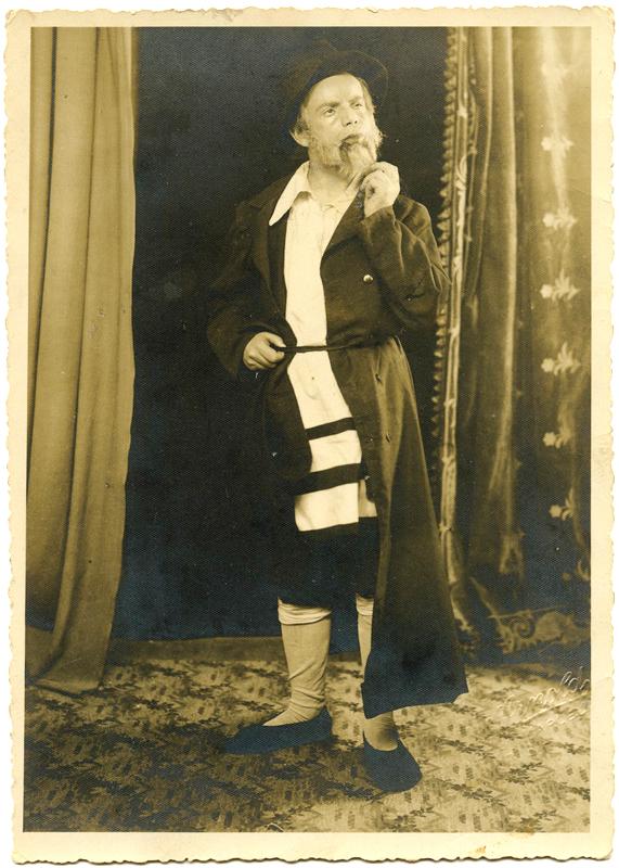 Zwilen Bezpalczik au théâtre Piat (1937). Archives familiales