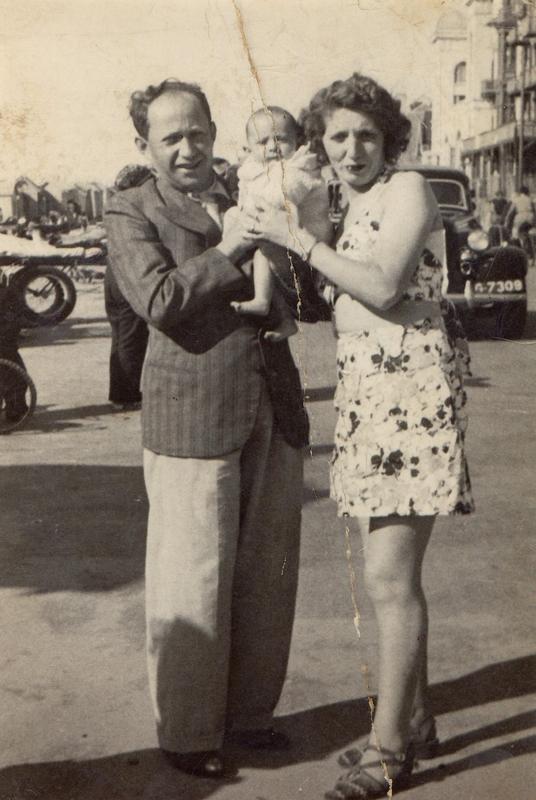 Chaïm et Éva (Chawa) Marmurek et leur fils Émile, né en 1939 (sd, sl). Archives familiales