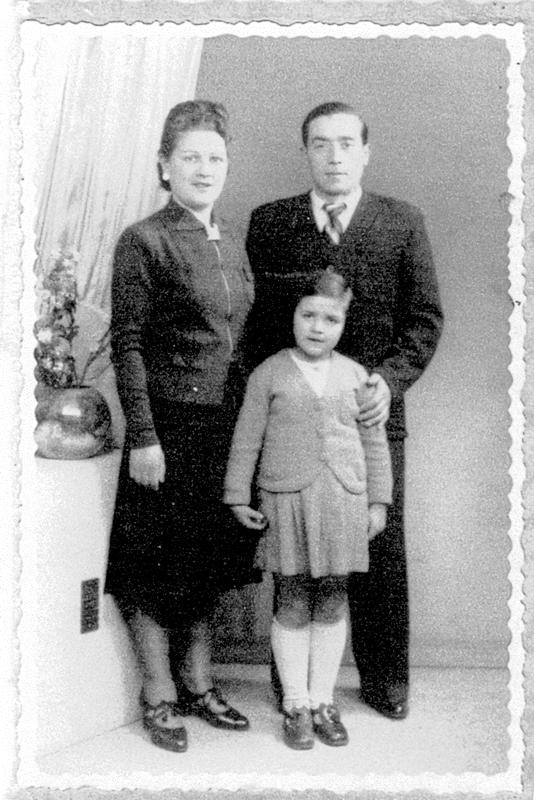 Pessah Piwnika avec sa femme et sa fille (sd, sl). Archives familiales