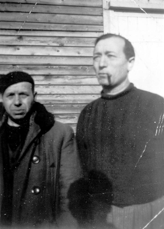 Paul Waitzman au camp de Pithiviers, à droite (entre septembre 1941 et juin 1942, sd). Archives familiales
