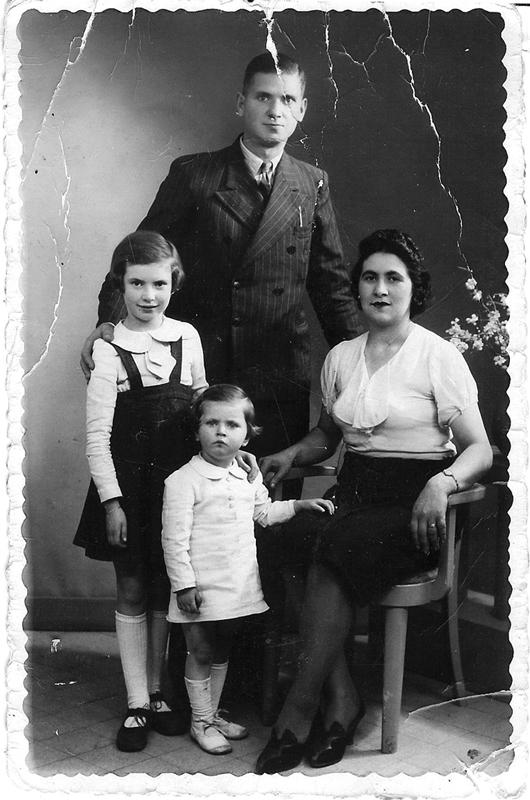 Hélène et Gisèle Bezbrody et leurs parents Tojwie et Renée (1941). Archives familiales