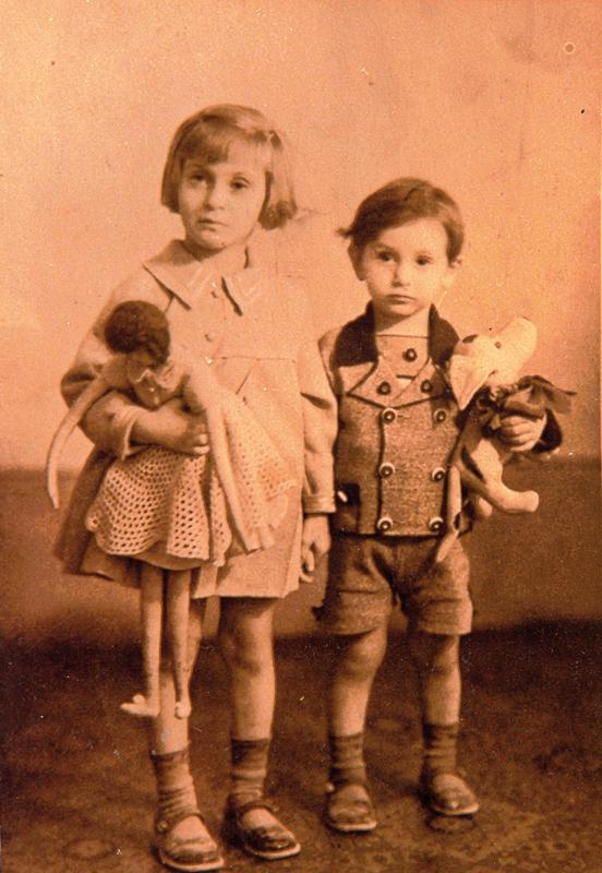 Hannah (Yvonne) et Émile Deutsch (sd, sl). Archives familiales