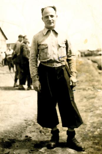 Israël Fiszman au camp de Pithiviers (entre mai 1941 et juin 1942, sd). Archives familiales