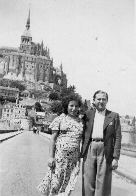 Jankiel et Louise Hochberg au Mont-Saint-Michel (été 1937). Archives familiales