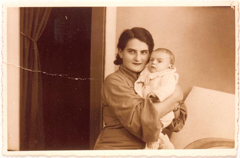 Chaja Ostrowiecki et son fils Henri au début de l'année 1938 (sl). Archives familiales