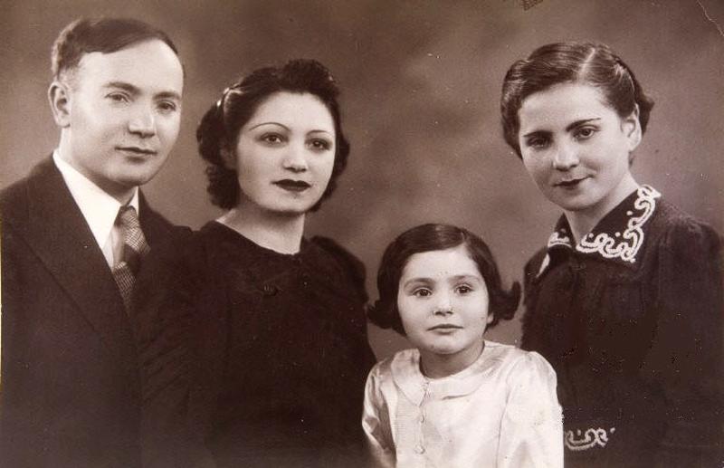 De gauche à droite, Michel Piernikarz, sa femme Sophie, leur fille Denise et Rose, la sœur de Michel (sd, sl). Archives familiales