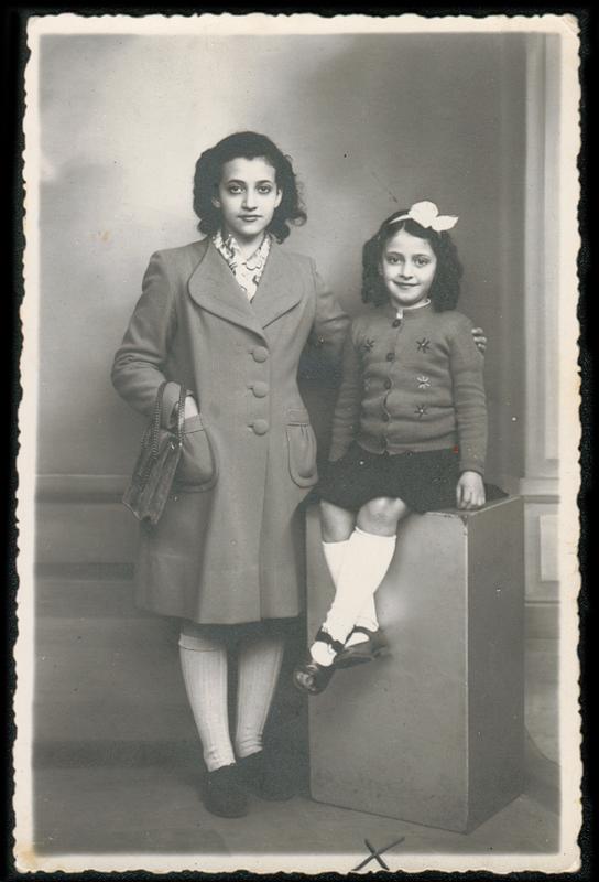 Louise, l'aînée, et Rachel Psankiewicz en mars 1942. Archives familiales