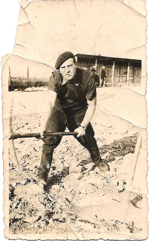 Mordka-Rafal Wisnieski au camp de Beaune-la-Rolande (30 avril 1942). Archives familiales