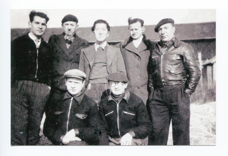 Au camp de Pithiviers. Szloma Gorfinkel est debout, le 2e en partant de la gauche (entre mai 1941 et juin 1942, sd). Archives familiales