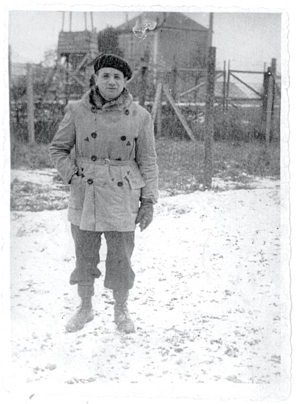 Moszek Jakobowicz au camp de Beaune-la-Rolande (hiver 1941-1942, sd). Archives familiales