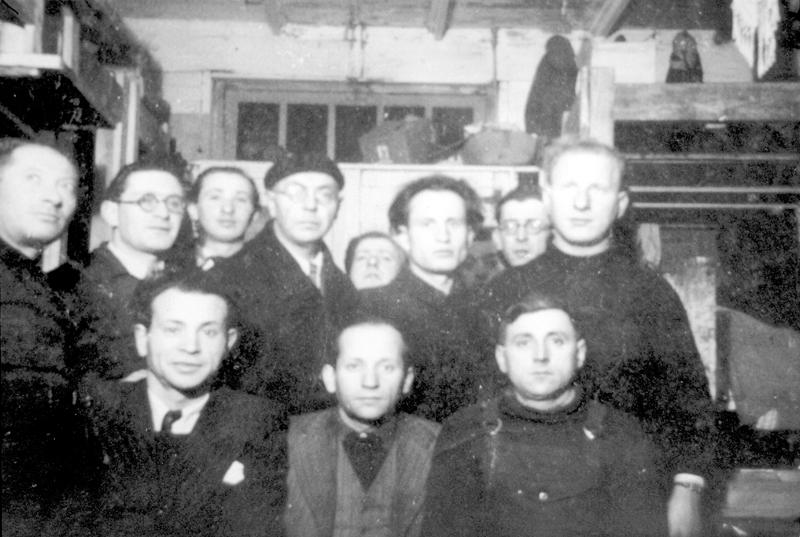 Au camp de Pithiviers, Ojzer Kawka est le 2e en partant de la gauche, au 1er rang (avec les lunettes). Archives familiales