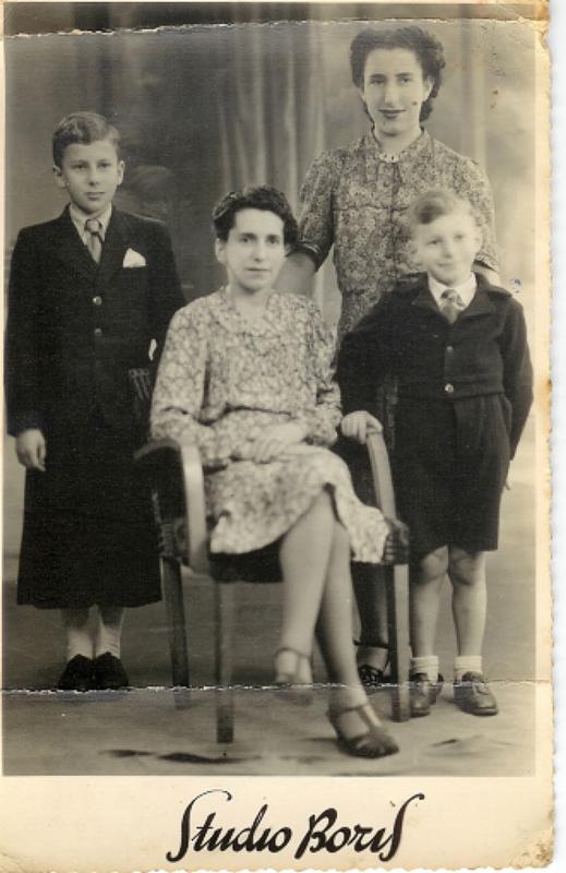 De gauche à droite, Jean, Gitla, Daniel et Suzanne en 1940. Archives familiales