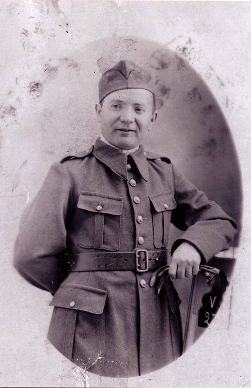 Michel Piernikarz dans l'armée polonaise reconstituée en France (1940, Coëtquidan?). Archives familiales