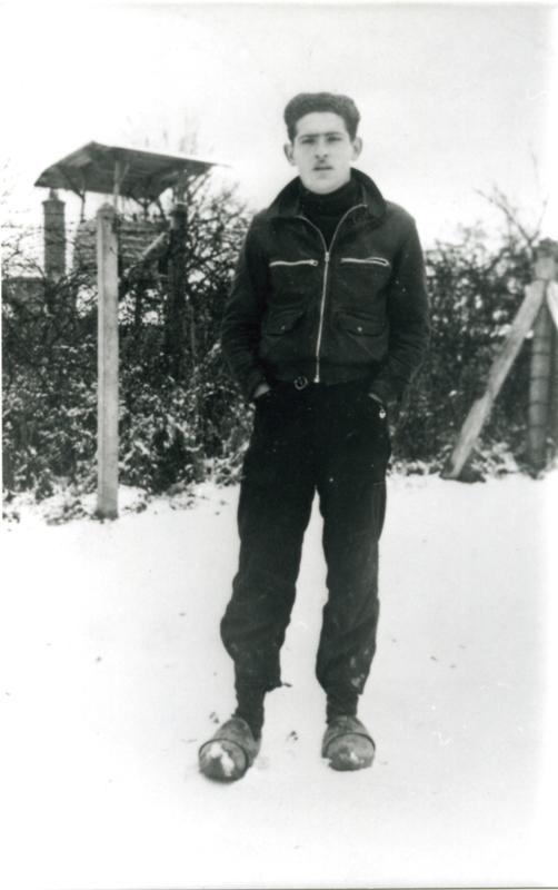 Serge Lemberger au camp de Beaune-la-Rolande (hiver 1941-1942, sd). Cercil / fonds Lemberger