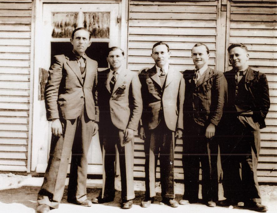Au camp de Beaune-la-Rolande. Chaïm Steinberg est le 1er à droite (entre mai 1941 et juin 1942, sd). Archives familiales