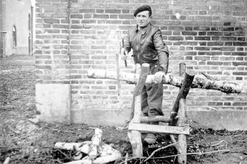 Abraham Gutman à la ferme du Rosoir (entre le 25 juillet 1941 et le 13 juillet 1942, sd). Archives familiales