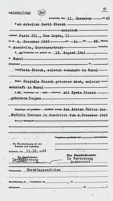 Formulaire rempli au camp d'Auschwitz. Acte de décès de David Storch, selon lequel il serait décédé d'insuffisance cardiaque. Archives du Musée d'Auschwitz