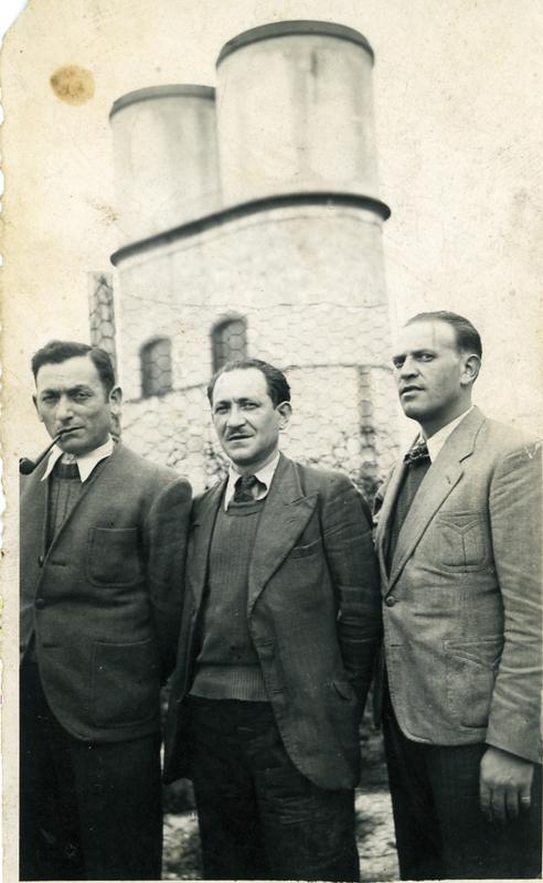 Mordka-Rafal Wisnieski, à droite, au camp de Beaune-la-Rolande (17 juin 1942). Archives familiales