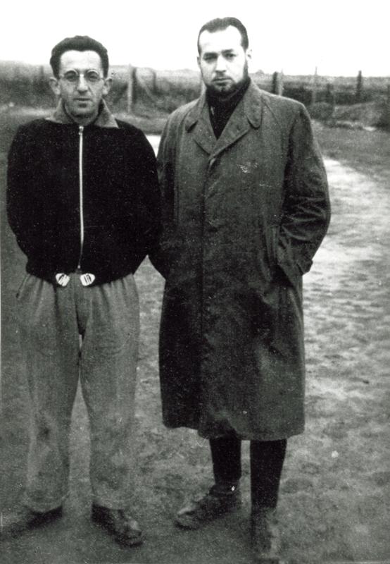 Au camp de Beaune-la-Rolande, Rubin Kamioner, à droite, avec un autre interné (entre mai 1941 et juin 1942, sd). Archives familiales