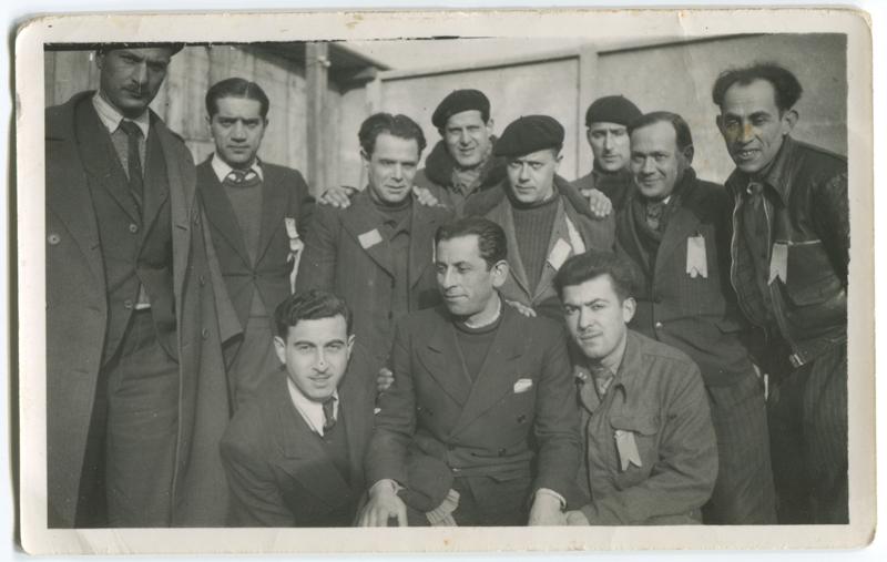 À la sucrerie de Pithiviers-le-Vieil. Jacques Krysztal est au 2e rang, debout, le 2e en partant de la gauche (entre octobre 1941 et printemps 1942, sd). Archives familiales