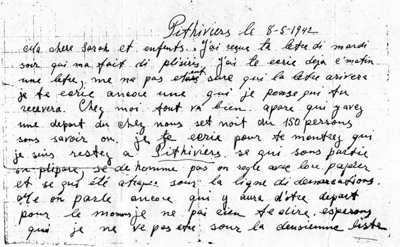 Lettre écrite par Luzer à sa femme et ses enfants (8 mai 1942, camp de Pithiviers, recto).  Il signale un premier départ massif du camp, 150 hommes transférés à Compiègne. Il écrit à sa famille pour lui dire qu'il ne fait pas partie de ce contingent, dont une grande partie est déportée moins d'un mois plus tard, le 5 juin 1942 par le convoi 2. Archives familiales