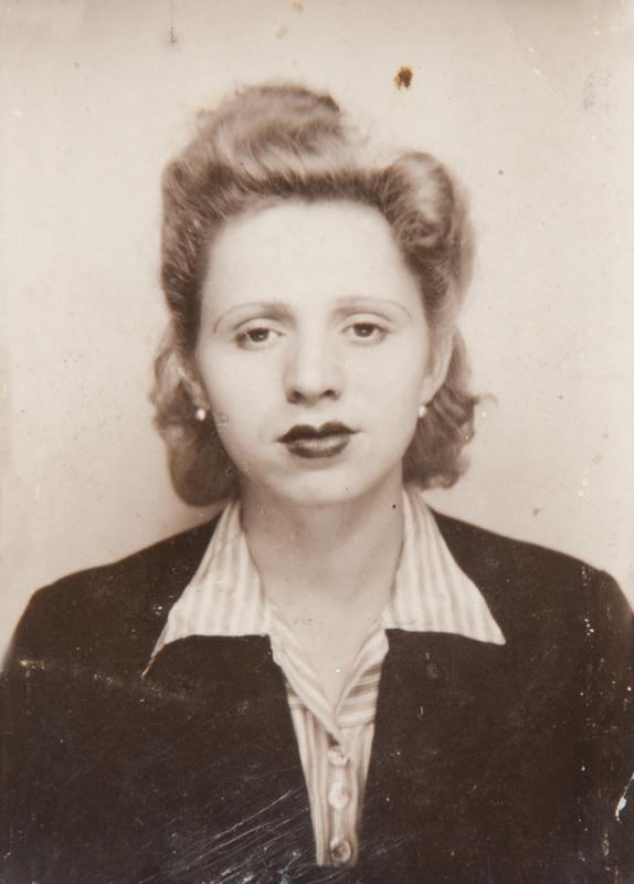 Photo de la carte d'identité d'Esther Kantorowicz (1942-1943, sd). Mémorial de la Shoah/Coll. Serge Kantorowicz