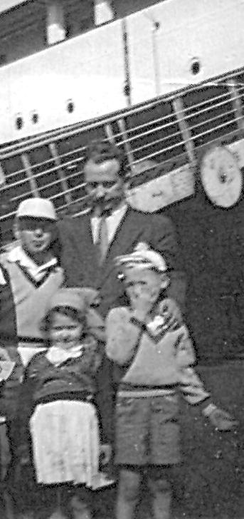 Szmul Drut et ses trois enfants (1952, Dakar). Archives familiales