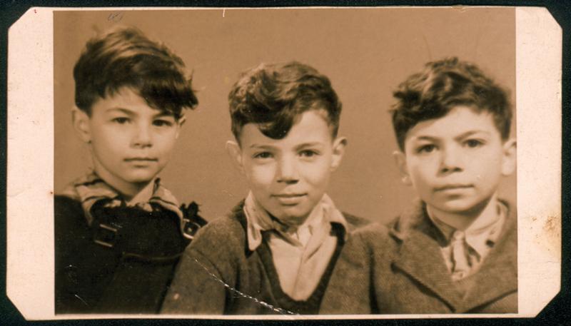 Les trois fils de Leib et Bella Kajman: de gauche à droite, Roger, Nathan et Félix (1947, photo prise à l'école de la rue du Général-Lasalle à Paris 19e). Archives familiales