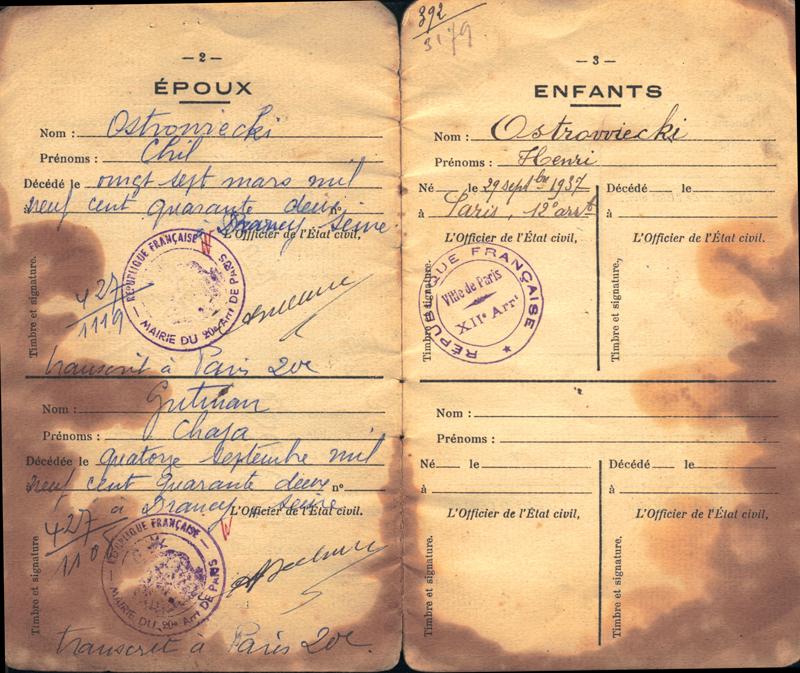 Pages du livret de la famille Ostrowiecki: Chil et Chaja sont déclarés décédés. C'est le jour de leur déportation qui est indiqué comme date de décès, Drancy-sur-Seine en est le lieu. Archives familiales