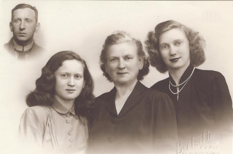 Léontine, Chana et Isabelle Paserman posant en 1950. Berek, assassiné à Auschwitz, figure en médaillon sur la photo de famille. Archives familiales