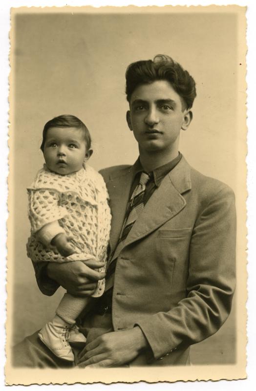 Aline dans les bras de son père Abram Korenbajzer (sd, 1940). Cercil/fonds famille KORENBAJZER