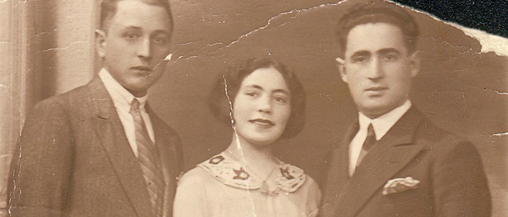 Photo de famille en 1932. De droite à gauche, Raphaël Bernard, son épouse Nacha (née Wolman) et son frère Luzer (déporté de Pithiviers le 21 septembre 1942 par le convoi 35). Archives familiales