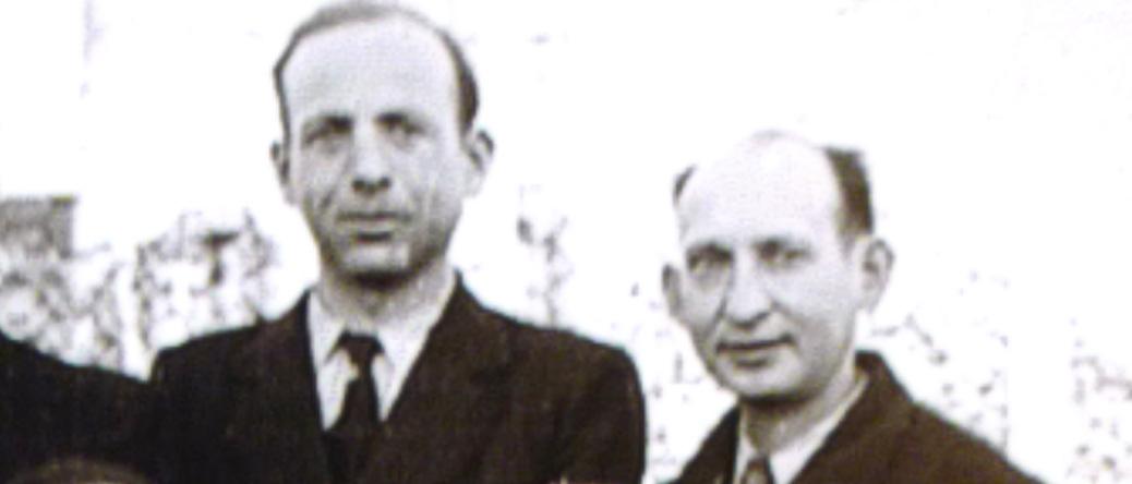 Au camp de Beaune-la-Rolande (14 avril 1942). Abram Trojanowski est à droite. Archives familiales