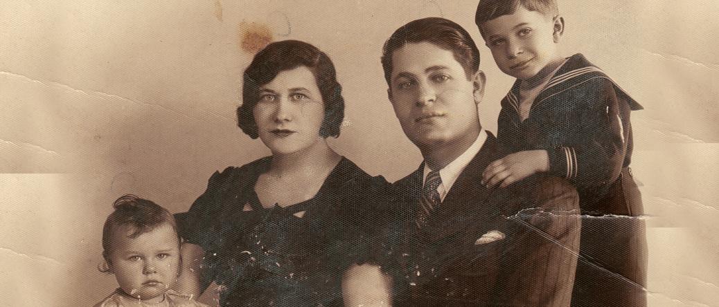 Gimpel Sas avec sa femme Tyla et leurs enfants Denise (née en 1932) et Léon (né en 1929) (sl, sd). Archives familiales