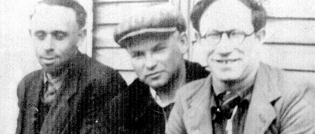Au camp de Beaune-la-Rolande. Wolf Lajzerowicz est au centre (entre mai 1941 et juin 1942, sd). Archives familiales