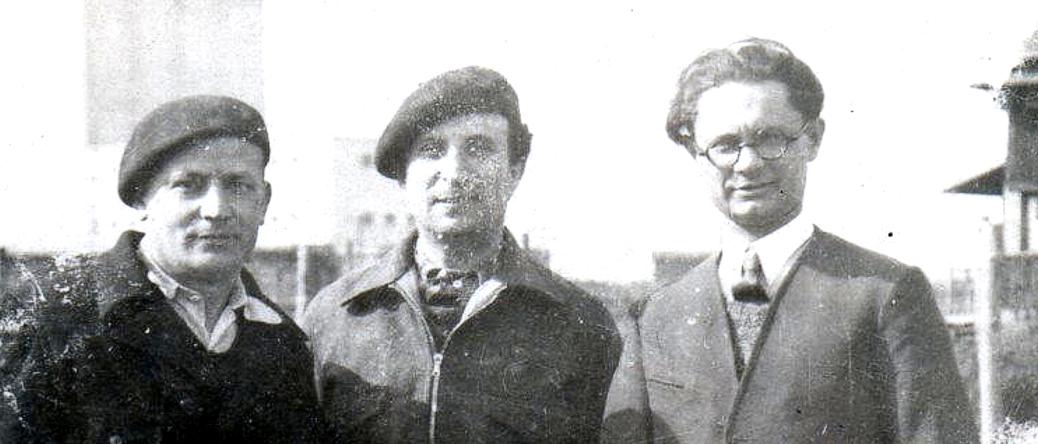 Au camp de Pithiviers. Israël Fiszman est à gauche (entre mai 1941 et juin 1942, sd). Archives familiales