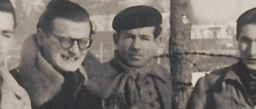 Max Geller (au centre) au camp de Pithiviers en janvier 1942. Archives familiales