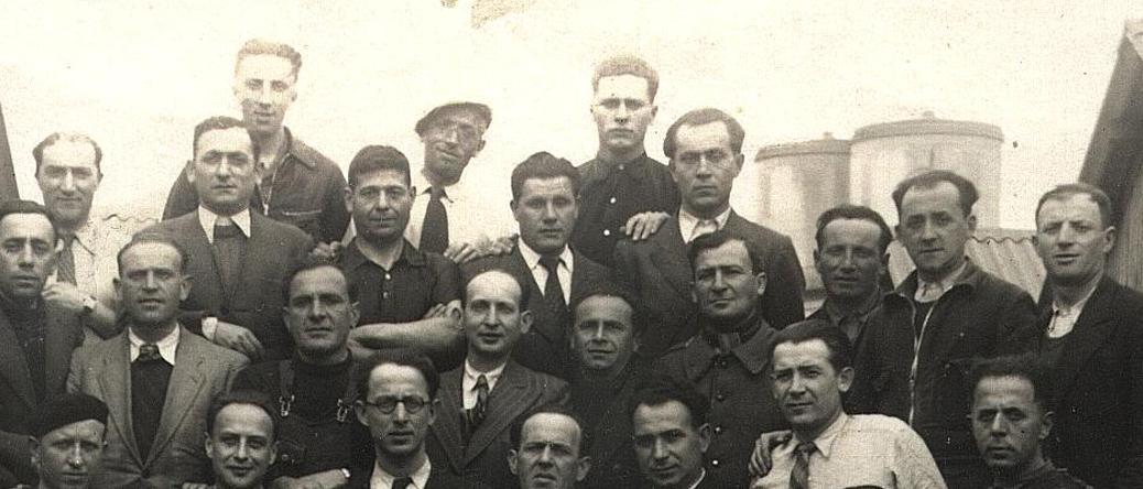Au camp de Beaune-la-Rolande. Des internés de la baraque 8 (26 avril 1942). Cercil/fonds AADJF