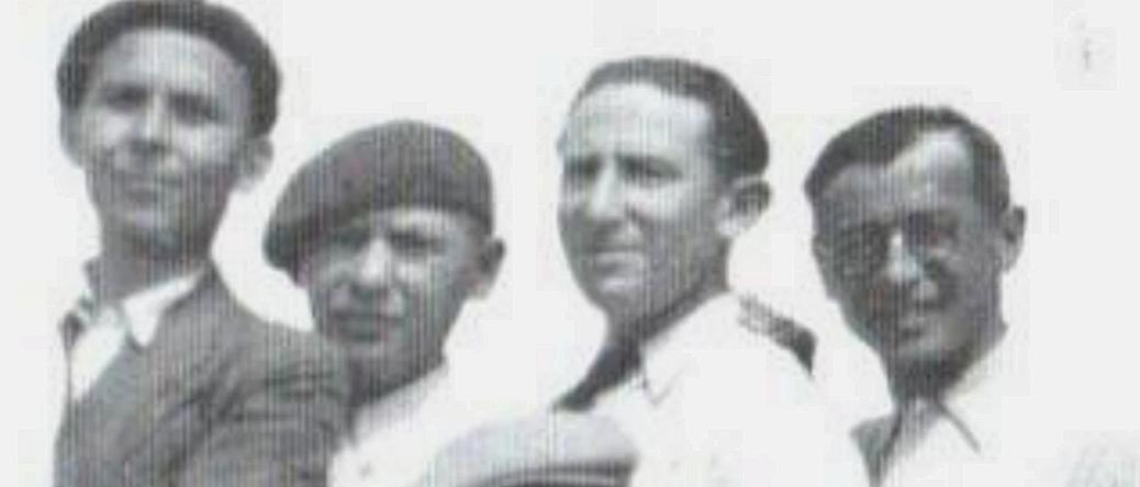 Au camp de Beaune-la-Rolande. Jacques (Icek) Hochbaum est le 2e en partant de la droite (1942, sd). Archives familiales